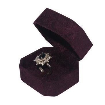 انگشتر نقره سنگ معدنی زنانه